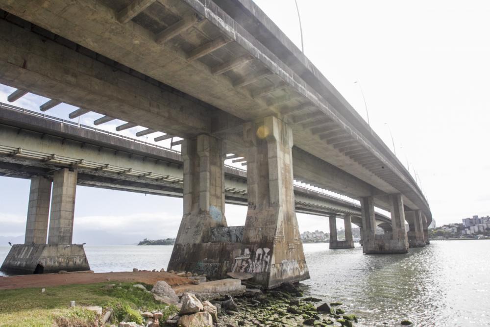 Pontes Pedro Ivo e Colombo Machado Salles necessitam de reformas urgentes - Foto: Marco Santiago/ND