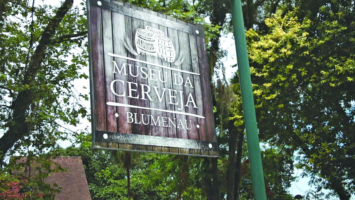 Visitante pode fabricar sua própria bebida no Museu da Cerveja - Divulgação/ND