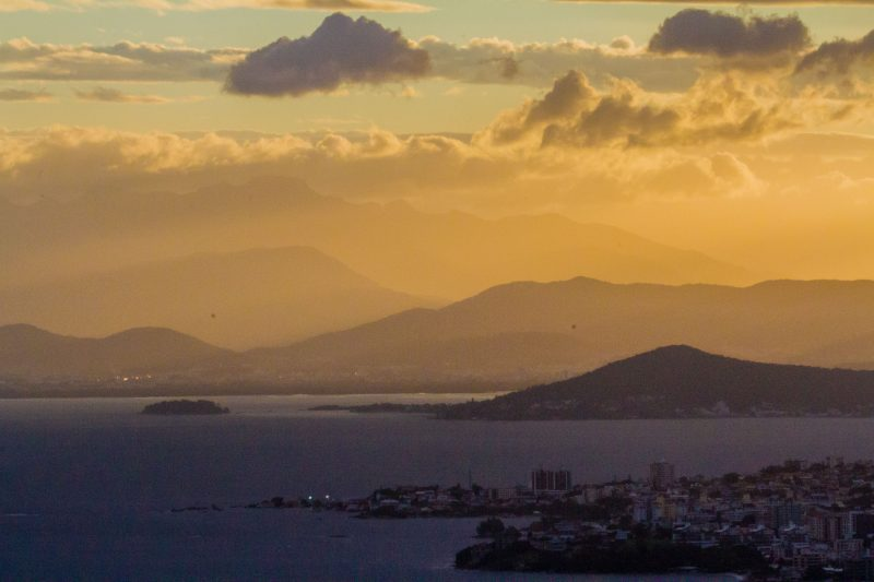 Sol entre nuvens segue marcando os dias no Estado – Foto: Flavio Tin/Arquivo/ND