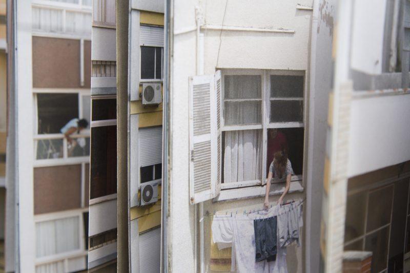 """Lançado em 2018, o livro """"Conhecidos de Vista"""" ilustra o contexto urbano de Porto Alegre – Letícia Lampert/ Divulgação/ND"""