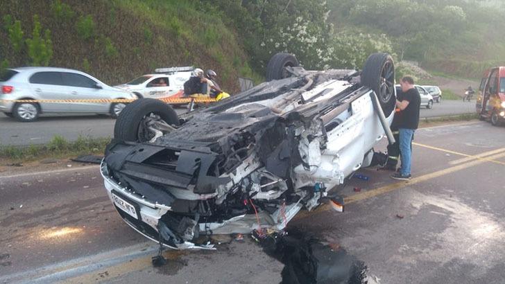 Duas jovens morreram e outras três ficaram feridas após Jaguar invadir pista contrária na BR-470 – Foto: Divulgação/ND