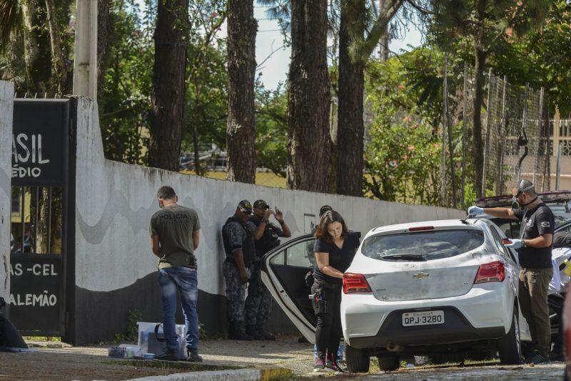 Dois atiradores entraram na escola estadual Professor Raul Brasil, em Suzano (SP), no dia 13 de março de 2019, e dispararam contra estudantes e uma funcionária. Na ocasião, 10 pessoas morreram e outras 11 ficaram feridas – Foto: Rovena Rosa/Agência Brasil/ND