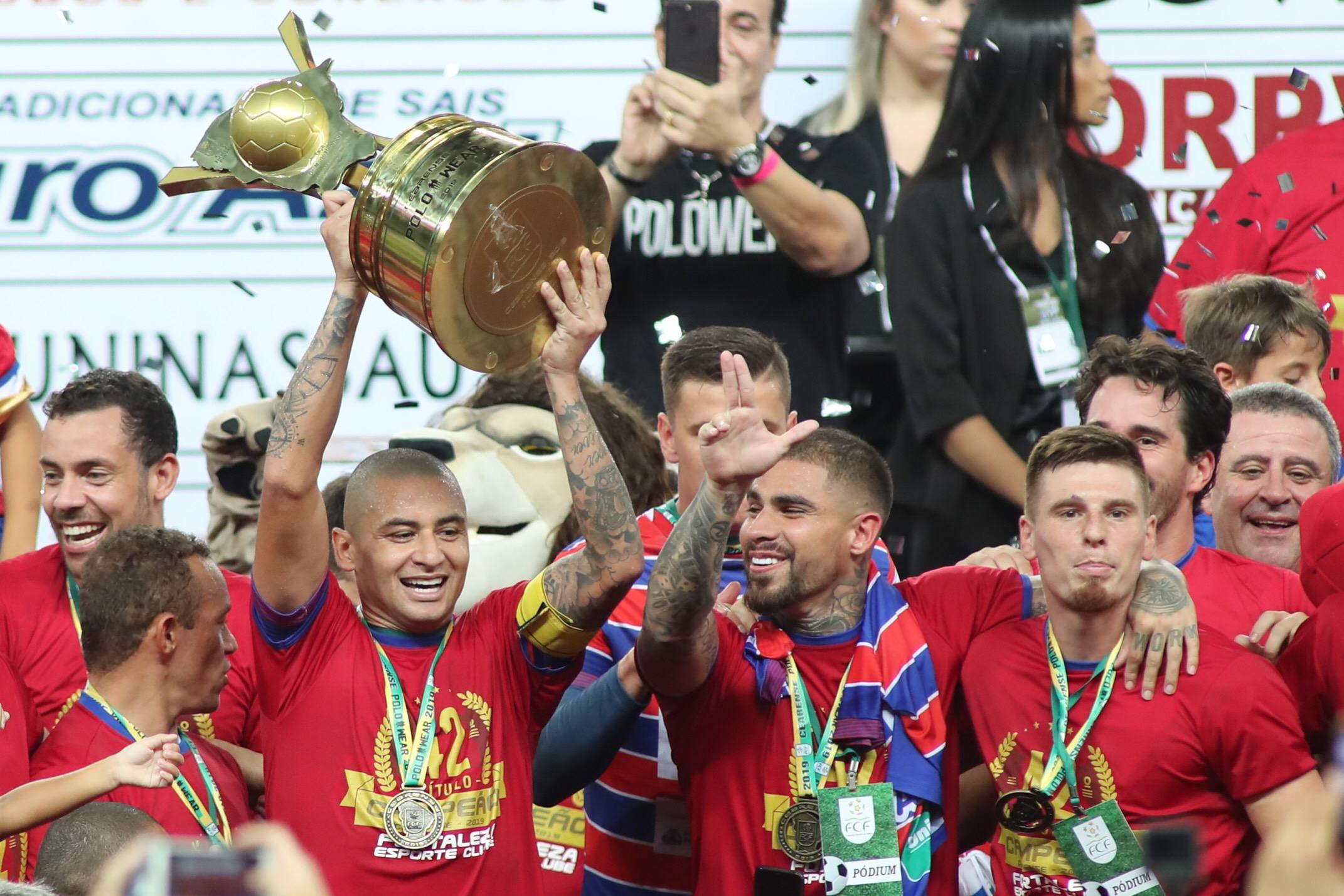aeb587b7a07e7 Fortaleza bate Ceará e Ceni é campeão cearense; Bahia fatura o seu 48º  Estadual | ND Mais
