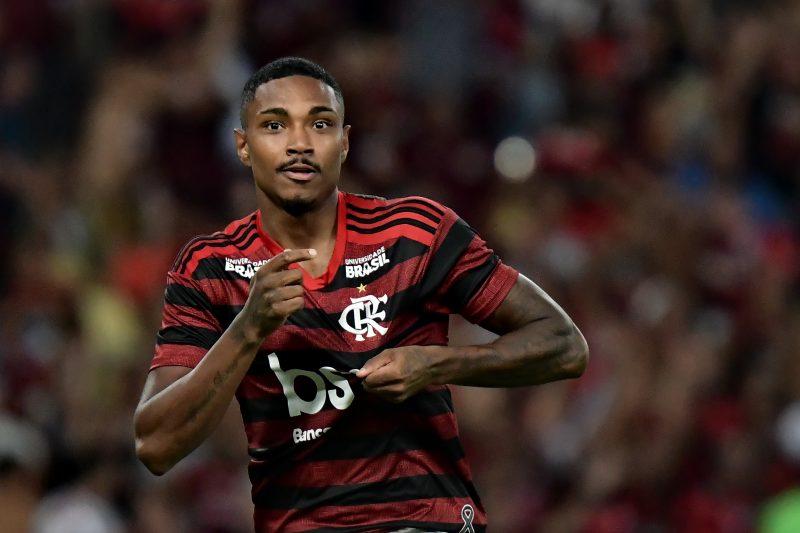 Vitinho sofre marcação pesada por parte da torcida do Flamengo – Foto: MARCELLO DIAS/ELEVEN/ESTADÃO CONTEÚDO – Foto: ESTADÃO CONTEÚDO/ND