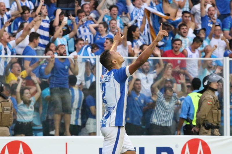 Luan Pereira comemora seu gol na Ressacada – Fred Tadeu/Avaí