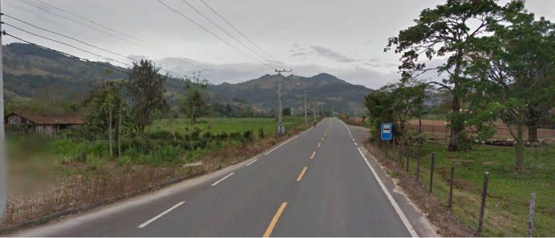 Rodovia SC-435 não possui acostamento para o tráfego de pedestres. – Google Street View-2011/Reprodução/ND