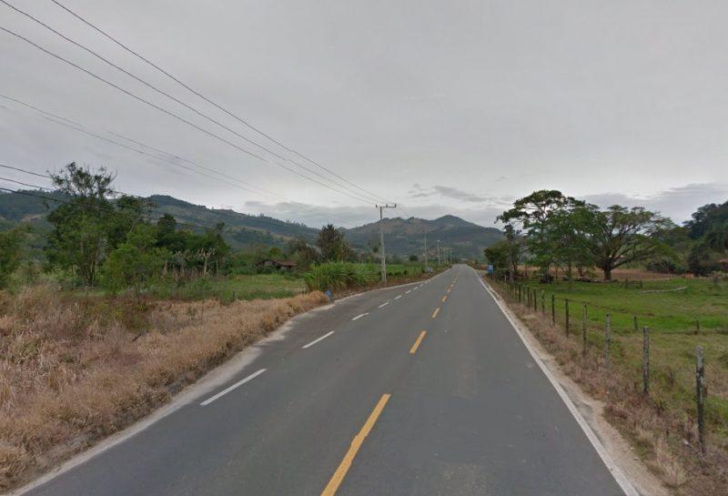 Rodovia SC-435 não possui acostamento – Google Street View-2011/Reprodução/ND