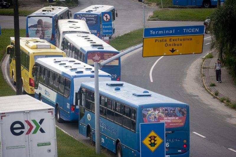 Corredor exclusivo para ônibus chegou a ser adotado na ponte Colombo Salles, mas acabou não sendo fiscalizado e respeitado pelos demais motoristas