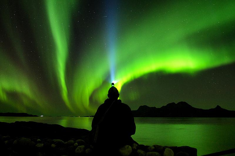 A Noruega é um dos melhores países para observar as lindas luzes do norte. A cidade de Tromsø é uma das mais buscadas pelos caçadores de aurora boreal. Isso porque a temperatura ali é mais amena do que em outros locais em que é possível ver o fenômeno - trondk via VisualHunt / CC BY-NC-ND - trondk via VisualHunt / CC BY-NC-ND/Rota de Férias/ND