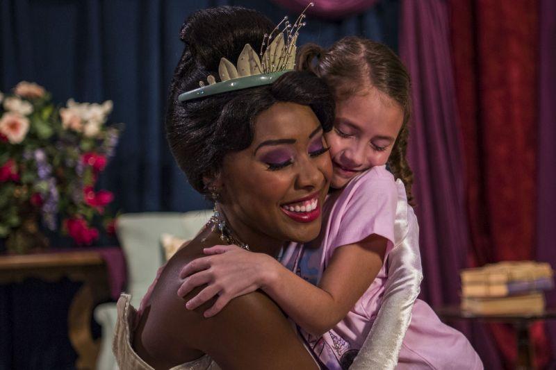 As princesas mais famosas das animações da Disney aguardam os visitantes na atração Princess Fairytale Hall. Além de contemplar um cenário bem legal, que recria partes de castelos, o pessoal que passa por lá pode tirar altas fotos com personagens como Tiana, Cinderela e Aurora - Divulgação - Divulgação/Rota de Férias/ND