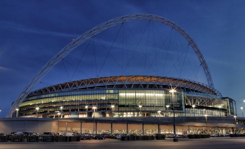 Sede da seleção da Inglaterra, o Wembley Stadium, em Londres, é o maior estádio do Reino Unido. Durante o tour de 75 minutos, é possível conhecer o vestiário, os bastidores da arena e até tirar uma foto na cadeira do técnico. De tempos em tempos, o local também recebe grandes shows musicais - jo.sau via Visual Hunt / CC BY - jo.sau via Visual Hunt / CC BY/Rota de Férias/ND
