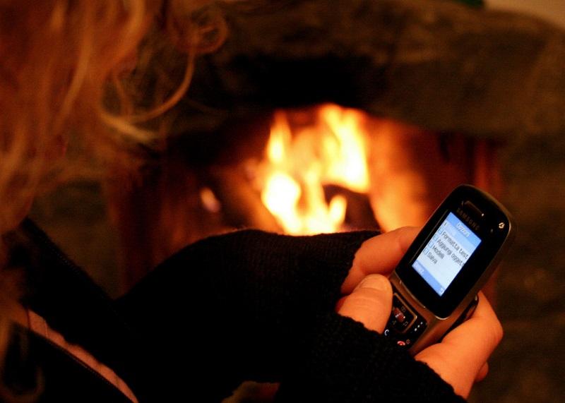 Pagamento por SMS (1999): Em 1999, a Ericsson e a Telenor Mobil apresentaram a primeira solução para compra de ingressos de cinema no qual o celular atuava como um terminal de e-commerce. - Crédito: fazen via Visualhunt.com / CC BY-ND/33Giga/ND