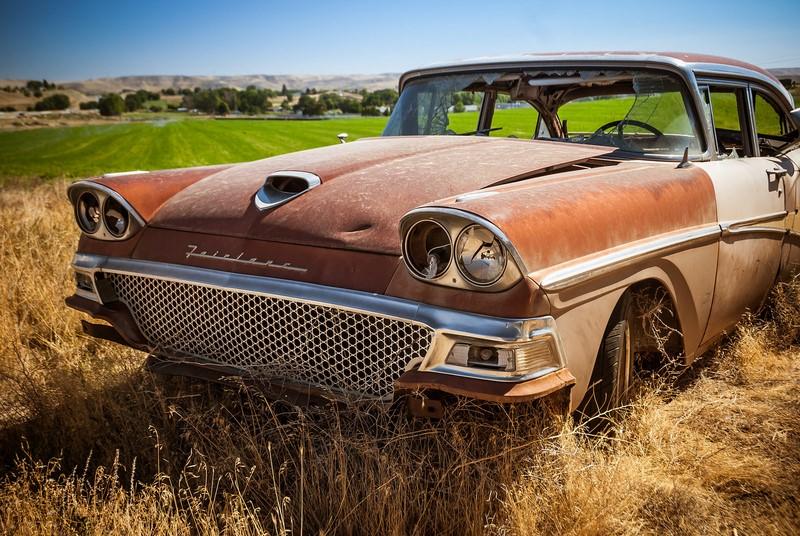 Ícone dos anos 1950, este Ford Fairline foi abandonado no campo - Foto: Wayne Stadler Photography via VisualHunt.com / CC BY-NC-ND - Foto: Wayne Stadler Photography via VisualHunt.com / CC BY-NC-ND/Garagem 360/ND
