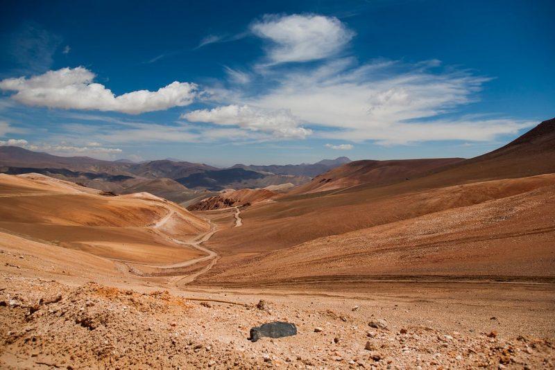 Quem quer conhecer as belezas do deserto do Atacama deve ficar hospedado na cidade de San Pedro de Atacama. De lá, é possível fazer as principais atividades da região, que variam desde visitas a gêiseres até trilhas noturnas para observar o céu mais limpo do mundo - @bibiweb on Visual Hunt / CC BY-NC-ND - @bibiweb on Visual Hunt / CC BY-NC-ND/Rota de Férias/ND