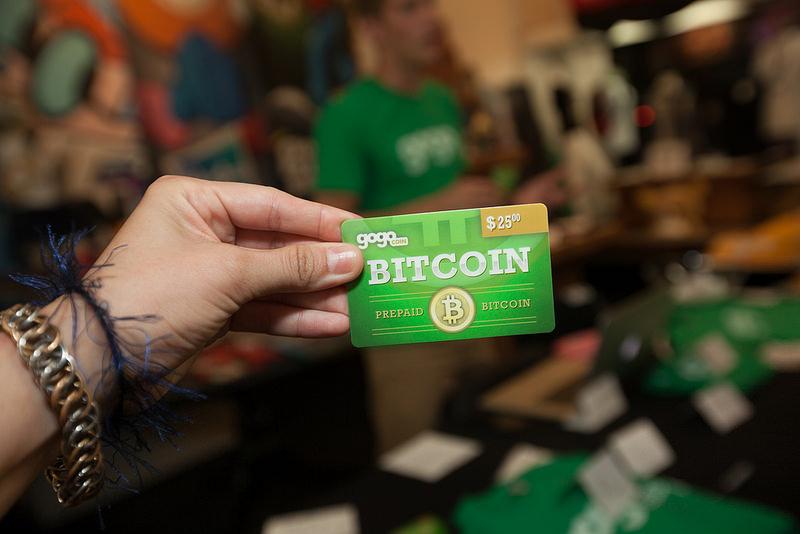 Bitcoin (2009): Em meados de 2009, uma pessoa – ou um grupo, não se sabe ao certo – usou o codinome Satoshi Nakamoto e colocou o dinheiro virtual em circulação. A primeira transação com Bitcoin ocorreu em 12 de janeiro de 2009. Nasciam as criptomoedas e as tecnologias de blockchain. - Crédito: pinguino via VisualHunt.com / CC BY/33Giga/ND