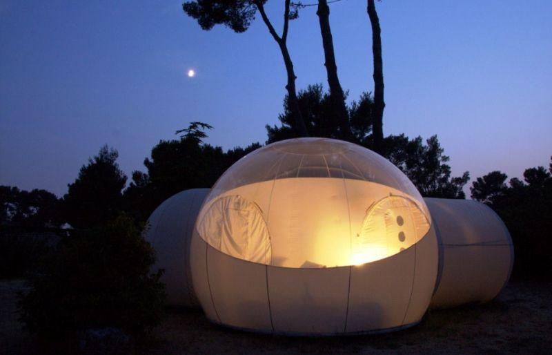 No Attrap' Réves, em Allauch, na França, os visitantes se hospedam dentro de bolhas que permitem enxergar a natureza ao redor - Reprodução/http://www.attrap-reves.com - Reprodução/http://www.attrap-reves.com/Rota de Férias/ND