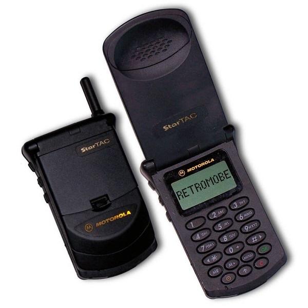 18. Motorola StarTAC – Lançado em 1996, vendeu mais de 60 milhões de unidades - Crédito: Reprodução Internet/33Giga/ND