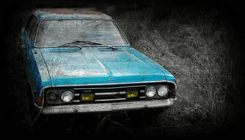 Versão europeia do Chevrolet Opala, o Opel Rekord é mais um exemplar abandonado - Foto: Vassilis Online via VisualHunt / CC BY-SA - Foto: Vassilis Online via VisualHunt / CC BY-SA/Garagem 360/ND