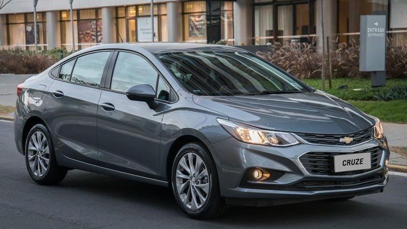 Chevrolet Cruze Sedan: 32 psi para até três pessoas e 35 psi para carga total - Foto: Divulgação - Foto: Divulgação/Garagem 360/ND