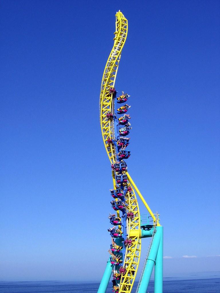 Confira neste álbum as 25 melhores montanhas-russas do mundo: Wicked Twister - Cedar Point, Estados Unidos - Vlastula on Visualhunt.com / CC BY-NC-SA - Vlastula on Visualhunt.com / CC BY-NC-SA/Rota de Férias/ND