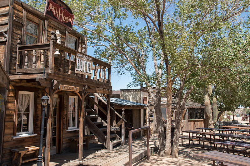 Fundado pelos atores hollywoodianos Roy Rogers e Gene Autry, o Pioneertown Motel lembra um legítimo saloon do Velho Oeste. A atmosfera rústica é tão bacana que já atraiu até o beatle Paul McCartney - Tips For Travellers via Visual hunt / CC BY - Tips For Travellers via Visual hunt / CC BY/Rota de Férias/ND