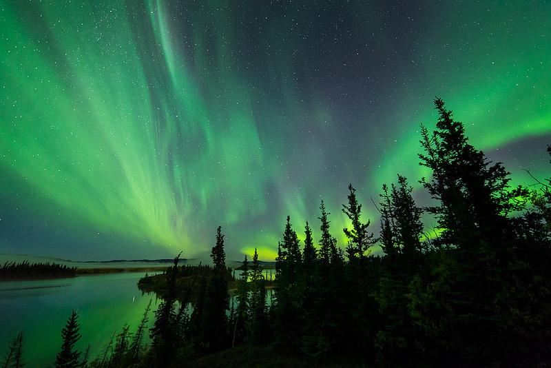Quase na fronteira com o Alasca, o território de Yukon, no Canadá, é perfeito para admirar as luzes dançantes. O fenômeno natural também dá as caras em cidades como Yellow Knife, Edmonton e no território de Nunavut - kdee64 via Visualhunt.com / CC BY-NC - kdee64 via Visualhunt.com / CC BY-NC /Rota de Férias/ND