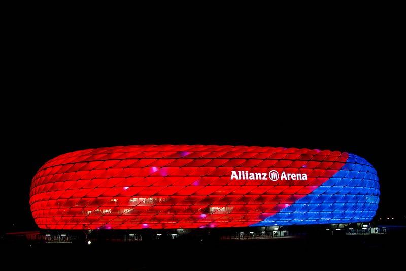 Inaugurada em 2005, a Allianz Arena se tornou um dos pontos turísticos de Munique, na Alemanha. Bonito e moderno, o estádio foi selecionado para sediar o jogo de abertura da Copa do Mundo de 2006. A casa do Bayern de Munique conta com algumas opções de tour. Vale a pena visitar - bomme via VisualHunt.com / CC BY-SA - bomme via VisualHunt.com / CC BY-SA/Rota de Férias/ND