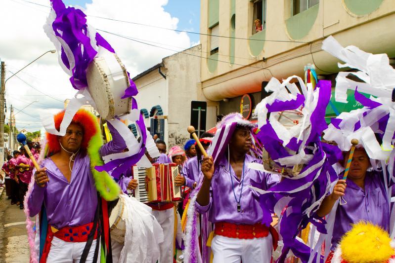 A Congada é uma festa de origem africana, que ocorre no Brasil desde os anos 1600. Tipicamente de Pernambuco, a comemoração celebra a coroação de um rei - Luciano Osorio on VisualHunt.com / CC BY-NC-SA - Luciano Osorio on VisualHunt.com / CC BY-NC-SA/Rota de Férias/ND