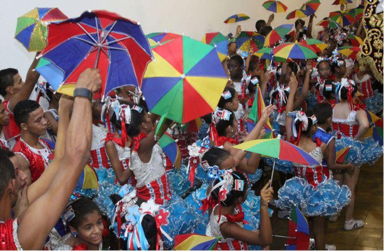 No Nordeste brasileiro, Recife (PE) também é uma opção de roteiro para o Carnaval. O frevo - dança típica da região - é um ritmo bastante presente na festividade - Prefeitura de Olinda on VisualHunt.com / CC BY - Prefeitura de Olinda on VisualHunt.com / CC BY/Rota de Férias/ND