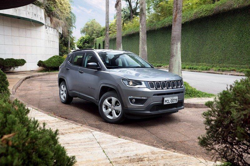 Jeep Compass: 35 psi nos pneus dianteiros e 32 psi nos pneus traseiros - Foto: Divulgação - Foto: Divulgação/Garagem 360/ND