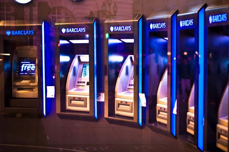 Caixa Eletrônico (1967): O primeiro ATM entrou em operação em uma agência do Barclays Bank, em Londres, na Inglaterra. Estava inaugurada a era dos pagamentos eletrônicos. - Crédito: garryknight via Visual Hunt / CC BY/33Giga/ND