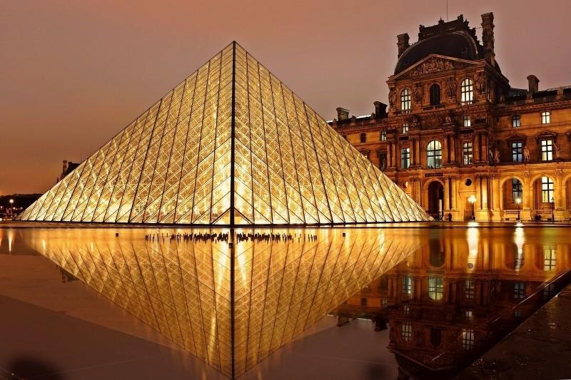 """""""O Código da Vinci"""" (2006) conta com uma série de filmagens que revelam Paris, na França. O Museu do Louvre tem um papel essencial no longa inspirado em um dos livros de Dan Brown - via VisualHunt.com - via VisualHunt.com/Rota de Férias/ND"""