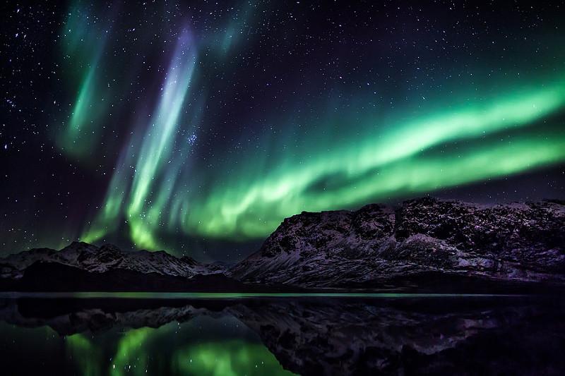 As luzes verdes, azuis e vermelhas também dançam no céu da gelada Groelândia, que pertence à Dinamarca - Greenland Travel via VisualHunt.com / CC BY - Greenland Travel via VisualHunt.com / CC BY/Rota de Férias/ND