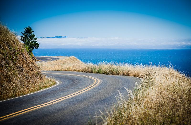 Com belíssimas opções de paisagens naturais, a Great Ocean Road é uma das rodovias mais bonitas da Austrália. O percurso interliga a cidade de Torquay a Allansford. No total, são 243 quilômetros de extensão - Foto: ShutterFotos via VisualHunt.com / CC BY-NC - Foto: ShutterFotos via VisualHunt.com / CC BY-NC/Garagem 360/ND