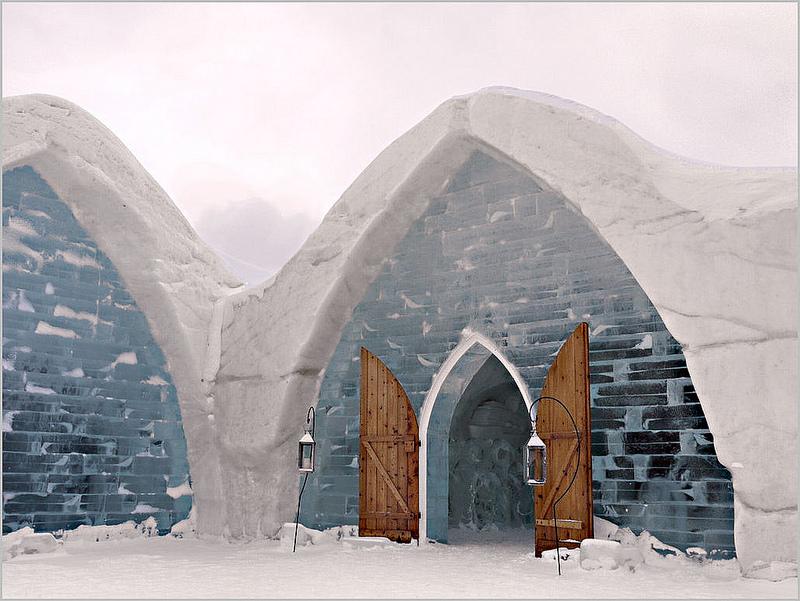 Localizado em Quebec, no Canadá, o Hotel de Glace é todo feito em gelo. Os detalhes da construção e esculturas são impressionantes - melolou via Visualhunt / CC BY-NC-ND - melolou via Visualhunt / CC BY-NC-ND/Rota de Férias/ND