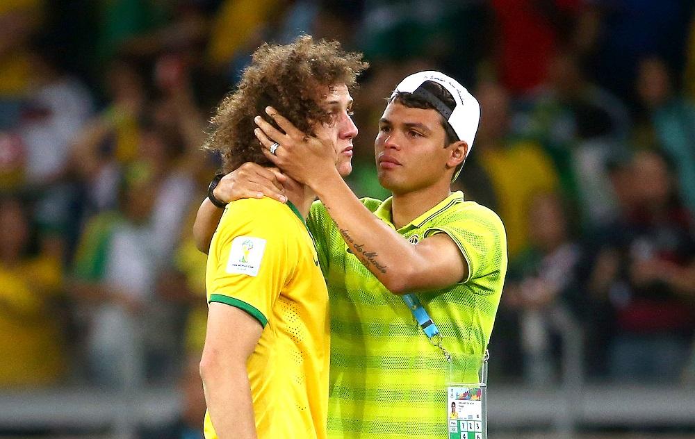 """""""Se vocês soubessem ficariam enojados..."""": Se o Brasil perdeu a Copa do Mundo ou seu time favorito amarelou na final da Libertadores, é bem provável que ele tenha vendido o campeonato. E-mail clássico que começou a circular em 2002, toda vez que a população brasileira se decepciona com seus ídolos, uma nova versão é divulgada. As opções vão desde o Anderson Silva ter vendido o cinturão do UFC até o Brasil ter negociado a coroa de Miss para a organização do evento. Aqui você encontra uma coletânea deles: https://goo.gl/p9iMX8. - Crédito: Reprodução Internet/33Giga/ND"""