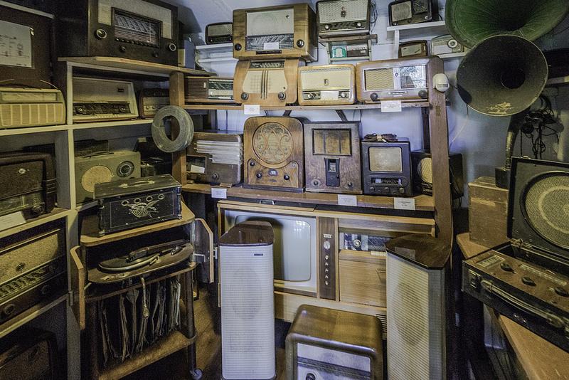 UVB-76 (Rádio Russa) – Transmitida desde a década de 80, a UVB-76 é uma estação de rádio de ondas curtas na Rússia que ficou conhecida como The Buzzer. O apelido veio do fato de a emissora transmitir apenas um bip, bip, bip monótono sob um chiado constante, 24 horas por dia. - Crédito: a7m2 on Visualhunt.com/33Giga/ND
