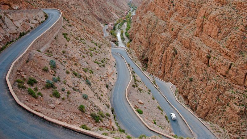 A estrada Garganta Dades fica entre Dades Boumalne e Msemrir, no Marrocos. O local chama a atenção por causa das belas formações rochosas avermelhadas - Foto: juanjolostium via VisualHunt / CC BY-NC-SA - Foto: juanjolostium via VisualHunt / CC BY-NC-SA/Garagem 360/ND
