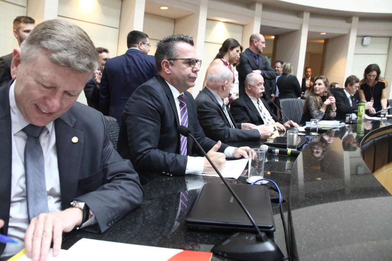 Reunião conjunta das comissões sobre a reforma administrativa de SC - Eduardo Guedes de Oliveira/Agência AL/ND