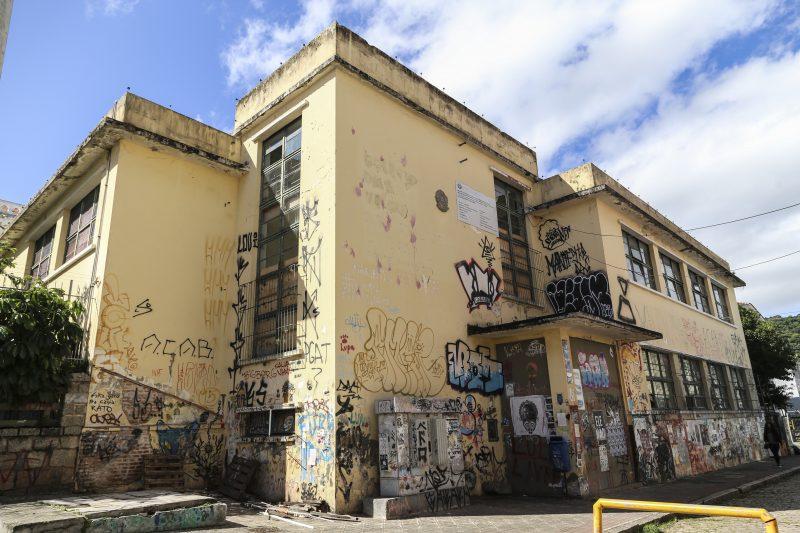 Prédio da Escola Antonieta de Barros, no Centro de Florianópolis – Foto: Anderson Coelho/ND