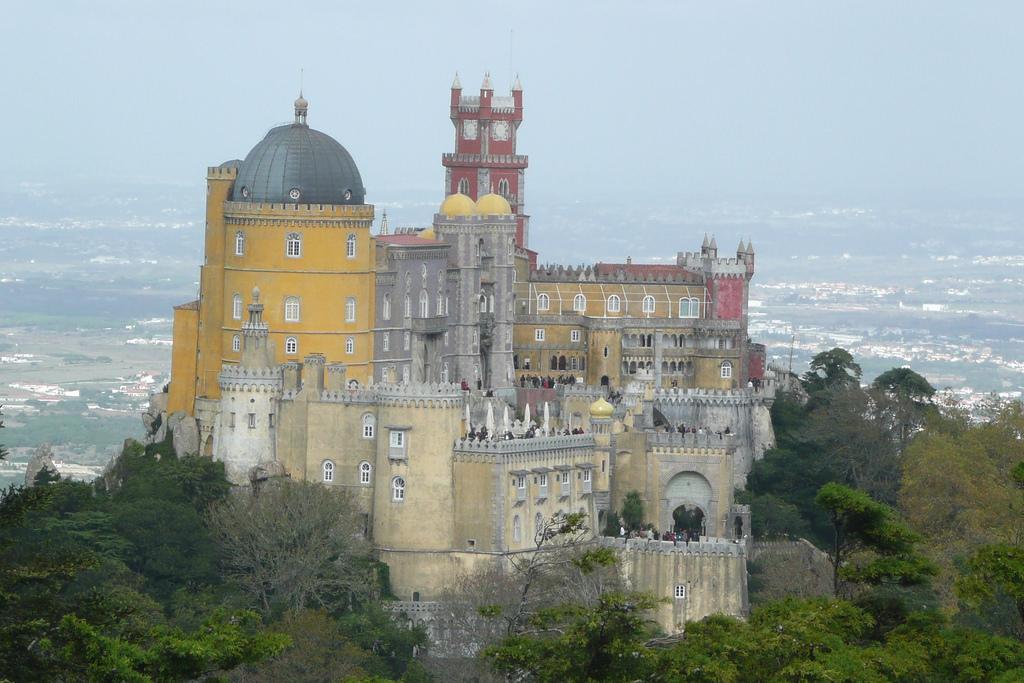 Palácio Nacional Da Pena, Sintra - Paul Stephenson on VisualHunt / CC BY - Paul Stephenson on VisualHunt / CC BY/Rota de Férias/ND