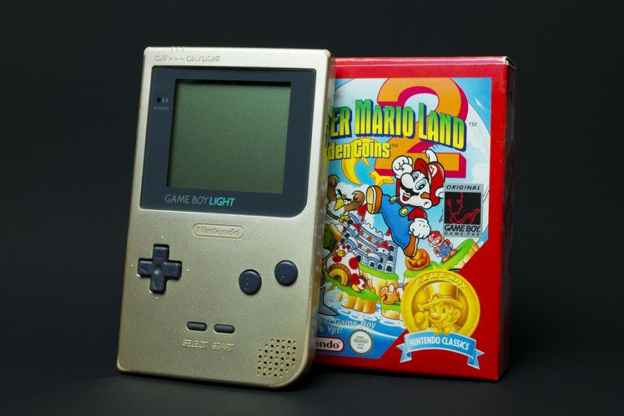 A rivalidade entre Nintendo e Sega também invadiu os consoles portáteis. Em 1990 nascia o Nintendo Game Boy. - Crédito: Kristoffer Trolle via VisualHunt / CC BY/33Giga/ND