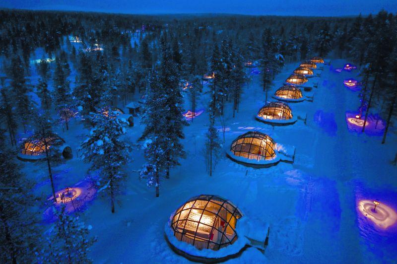 O Kakslauttanen Arctic Resort, na Finlândia, acomoda os visitantes em iglus envidraçados que permitem ver o céu estrelado a as auroras boreais da região - Divulgação/Kakslauttanen Arctic Resort - Divulgação/Kakslauttanen Arctic Resort/Rota de Férias/ND