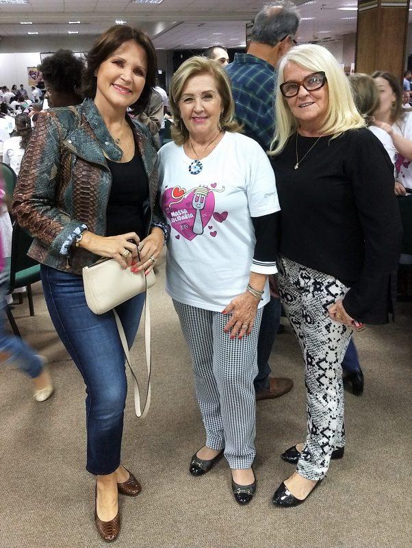 Maria Angelica Ribeiro Colombo (à esq.) com as irmãs Claudete Beduschi Teske (centro) e Mara Beduschi – Marcos Cardoso/ND