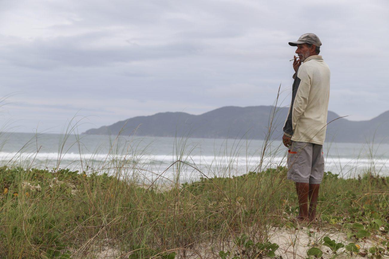 Raimundo Isauro, um dos vigias da praia do Campeche - Anderson Coelho/ND