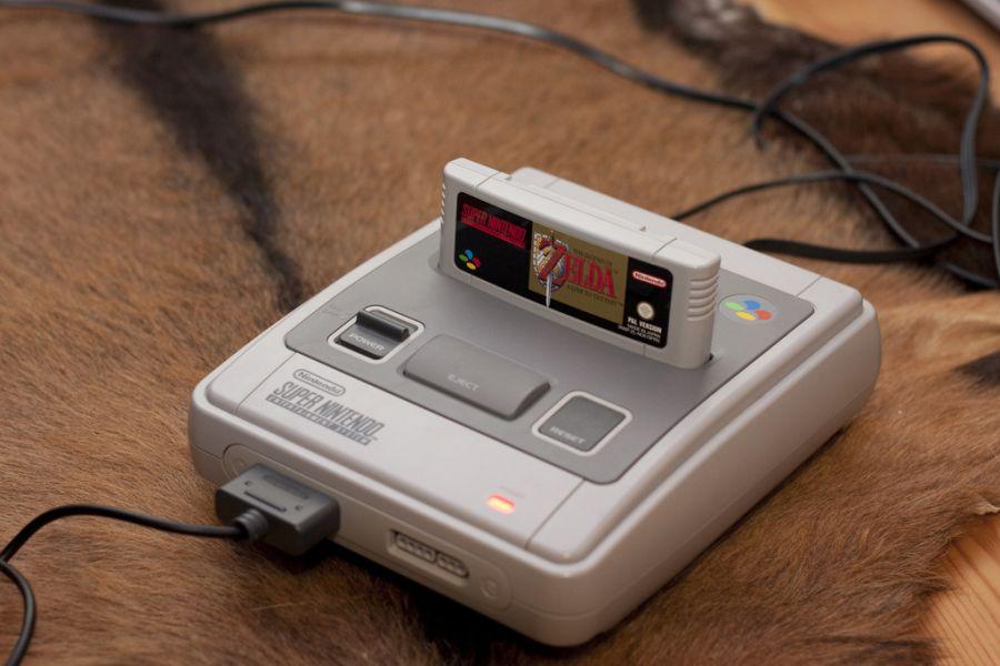 Versão japonesa do Super Nintendo. - Crédito: Morku via Visual Hunt / CC BY-NC-SA/33Giga/ND