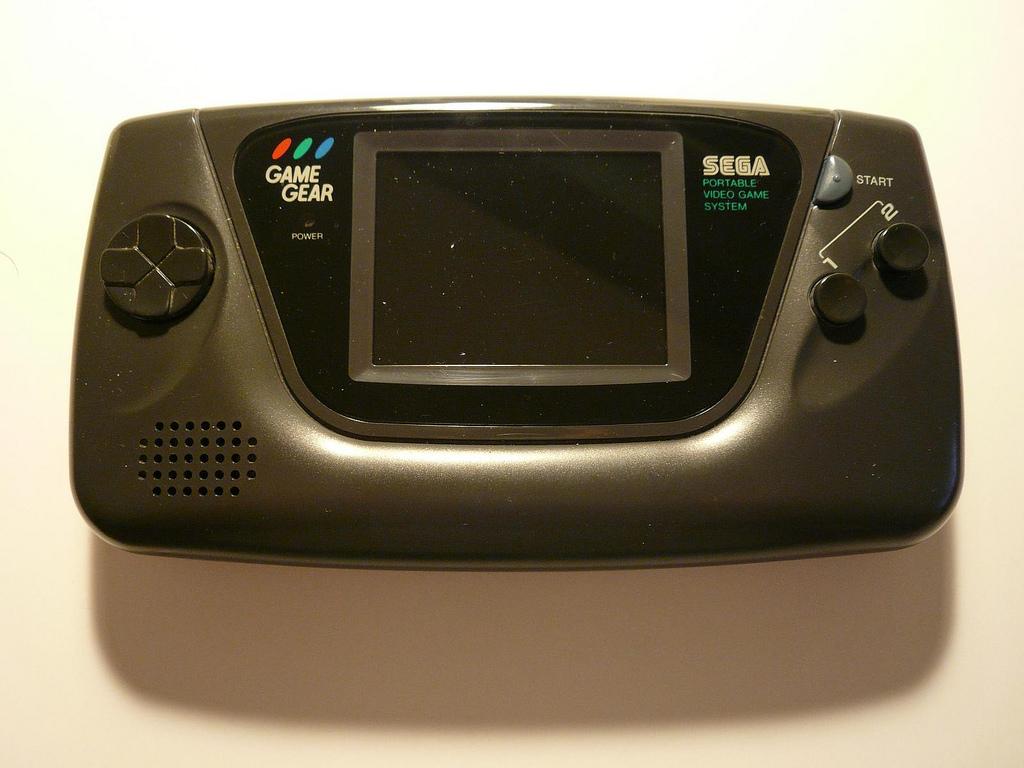 Ainda em 1990, a Sega respondeu ao lançamento da rival e apresentou o Game Gear, sua versão para portátil. Seu diferencial era a tela colorida, enquanto o Game Boy era monocromático. Mesmo assim, foi ofuscado pelo rival e praticamente esquecido no mundo dos games. - Crédito: xabi via Visualhunt.com / CC BY/33Giga/ND