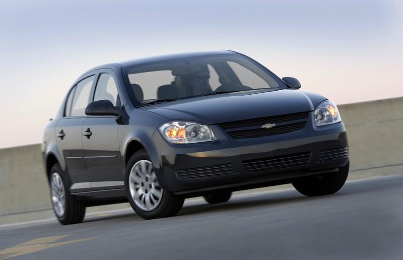 Chevrolet Saturn Ion, Pontiac Pursuit, Pontiac G5, Cobalt, Saturn Ion, HHRs, Pontiac Solstice e Saturn Sky: outro caso polêmic é o recall de mais de um milhão de unidades da GM nos Estados Unidos. A montadora demorou mais de 10 anos para divulgar que os veículos tinham um defeito na ignição. A falha está relacionada a cerca de 13 mortes acidentais e rendeu uma multa de US$ 35 milhões à empresa norte-americana - Foto: Divulgação - Foto: Divulgação/Garagem 360/ND