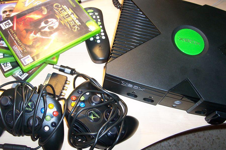 A Microsoft também resolveu entrar na onda dos consoles, lançando em 2001 o primeiro Xbox. Não fez tanto sucesso, mas popularizou os jogos de tiro em primeira pessoa nos consoles. - Crédito: jagelado via Visual Hunt / CC BY-NC/33Giga/ND