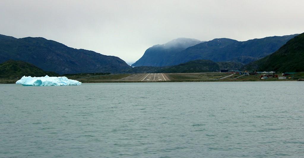 Aeroporto de Narsarsuaq, Groenlândia: os fiordes desta região fazem com que fortes ventos soprem com força na pista, exigindo muita habilidade dos pilotos para pousar - gordontour on Visual Hunt / CC BY-NC-ND - gordontour on Visual Hunt / CC BY-NC-ND/Rota de Férias/ND